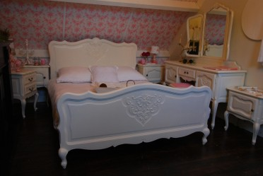 Brocant barok Queen Ann shabby chic wit bed VERKOCHT
