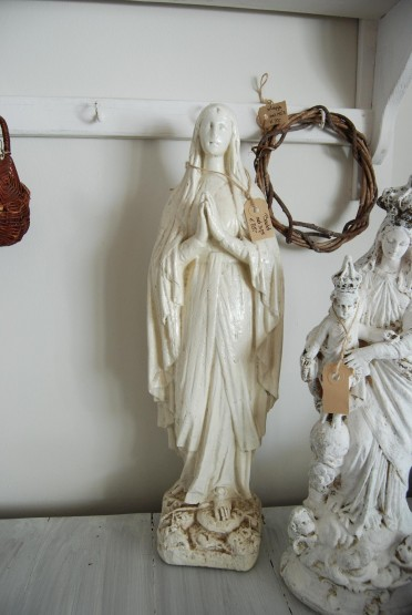 Oud brocant shabby chic wit beeld van madonna